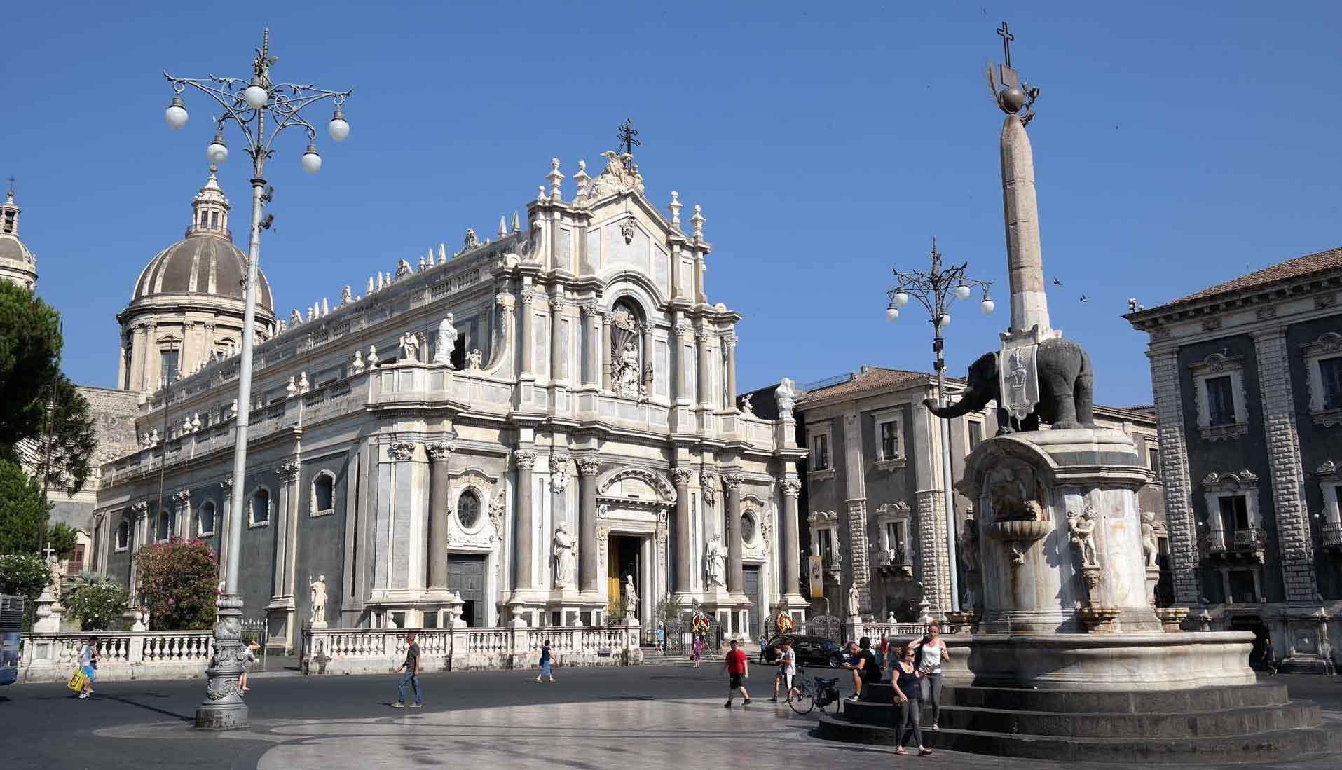 Catania_Piazza_Duomo_suntripsicily (1)